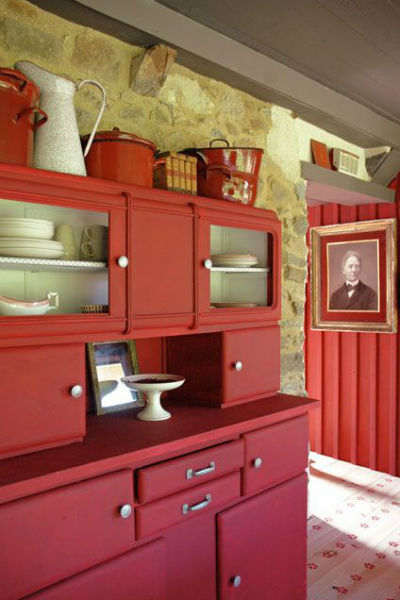 Inspirations d co repeindre un meuble vintage - Buffet cuisine rouge ...
